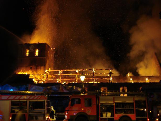 kerk in brand galmaarden 05
