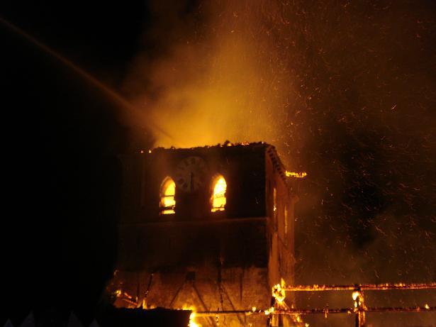 kerk in brand galmaarden 01